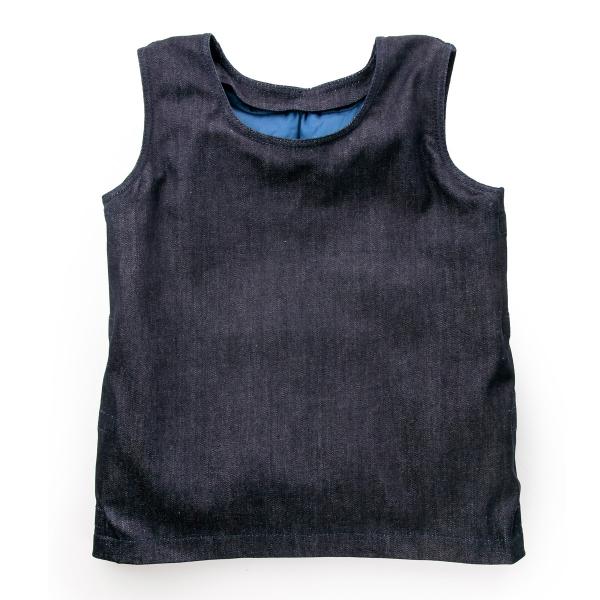 """Juodos spalvos pasunkinta liemenė """"ARTI"""" iš nugaros"""